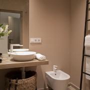 Aseos habitación doble en hotel de Valencia